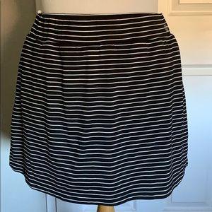 IZOD ladies golf skort black w/ white pin stripes